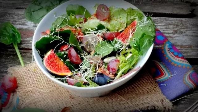 salade et huile de chanvre